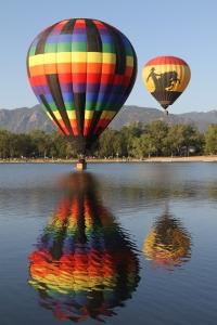 BalloonTouchdownOnLakeCMSilver
